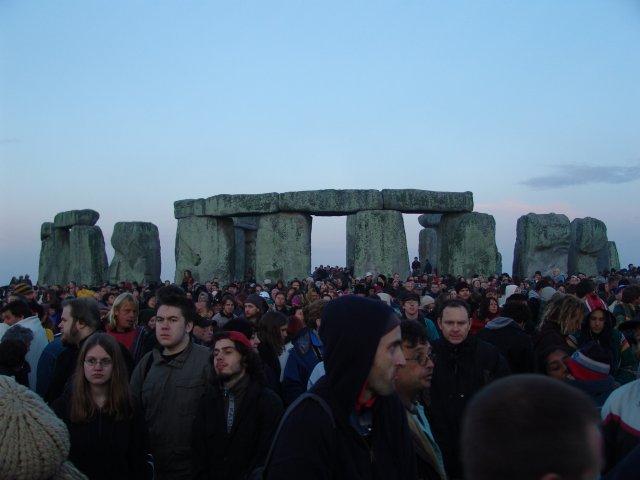 summer_solstice_2004_-_stonehenge_dsc00374ww2.jpg